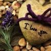 Brenda pafajësisë, pranë buzëqeshjes, pas përrallave, gjendem unë që të dua…