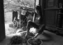 VAJZA PA DUAR QË I BËN TË GJITHA… (FOTO)