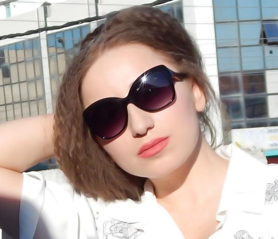 kush-eshte-lorena-stroka-biografia-wikipedia-books-gazetare-instagram-blog-age-kontakt-facebook-bashkeshorti-style