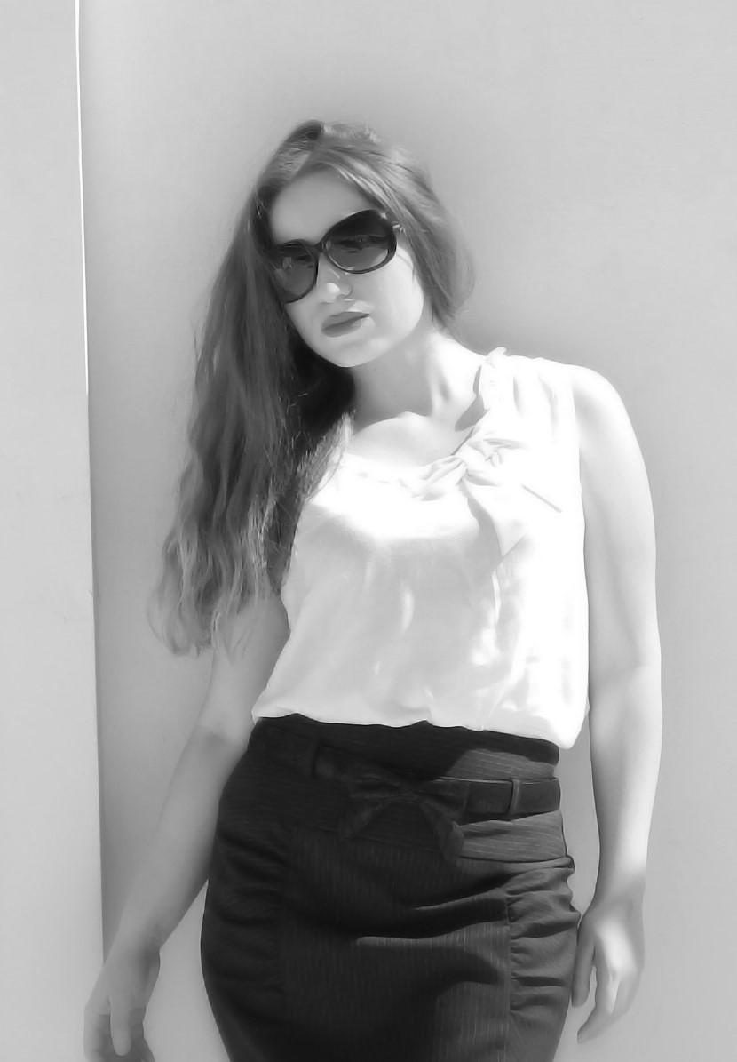 lorena-stroka-age-gazetare-books-poezi-wikipedia-bashkeshorti-jeteshkrimi-instagram