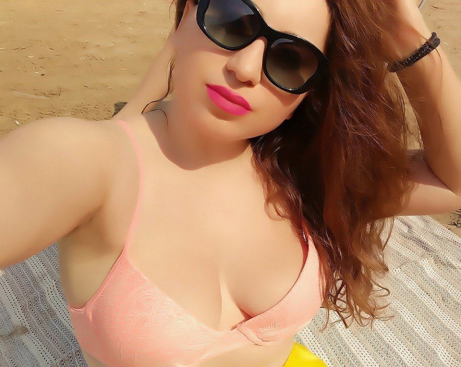 lorena-stroka-bashkeshorti-facebook-instagram-biografia-kontakt-books-linkedin-bikini-gazetare-bashkeshorti-poezi-albstroka-blog-gjatesia