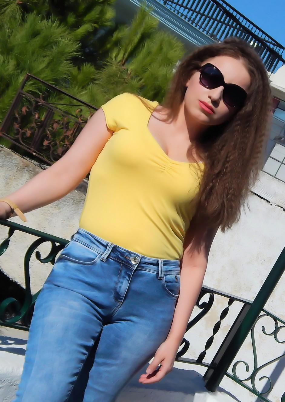 lorena-stroka-biografia-foto-wikipedia-age-blog-gazetare-kontakt-instagram-style-age-2019-albstroka-shkrimtare-facebook