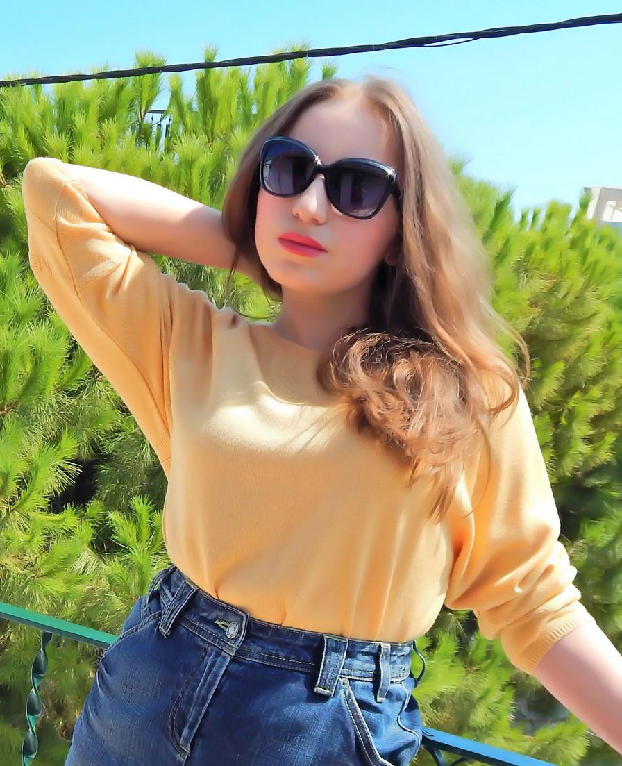lorena-stroka-biografia-gazetare-wikipedia-blog-age-kontakt-instagram-facebook-books-bashkeshorti-2019