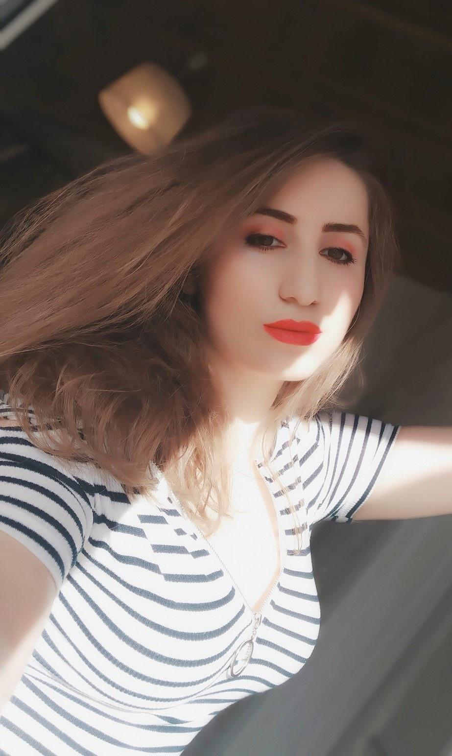 lorena-stroka-biografia-instagram-facebook-wikipedia-foto-burri-kontakt-kush-eshte-gazetare-albstroka-age