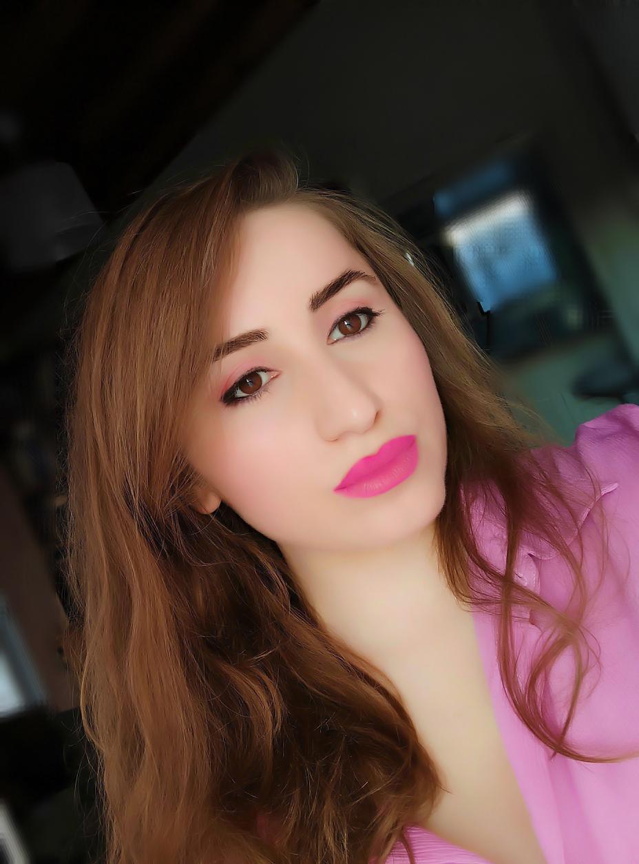 lorena-stroka-biografia-wikipedia-blog-gazetare-kontakt-facebook-instagram-2020-street-style-albstroka-kush-eshte-lorena-stroka