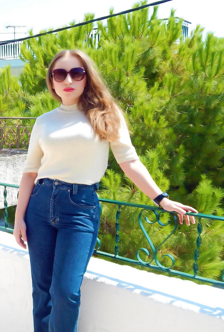lorena-stroka-blog-instagram-facebook-gazetare-books-bashkeshorti-age-2019-biografia-kontakt-wikipedia-kush-eshte-lorena-stroka