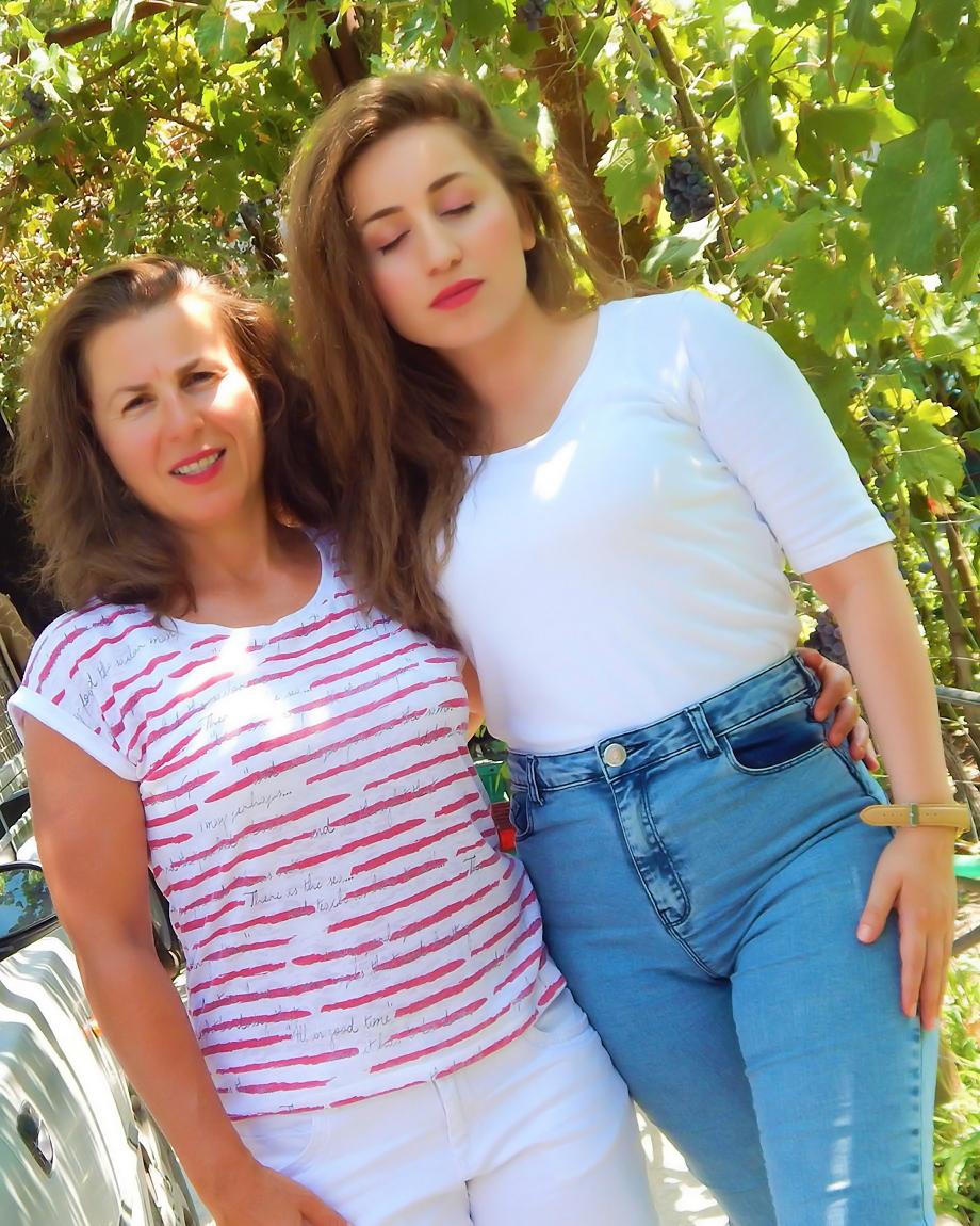 lorena-stroka-foto-age-biografia-wikipedia-gazetare-2019-books-instagram-facebook-kontakt-blog-style
