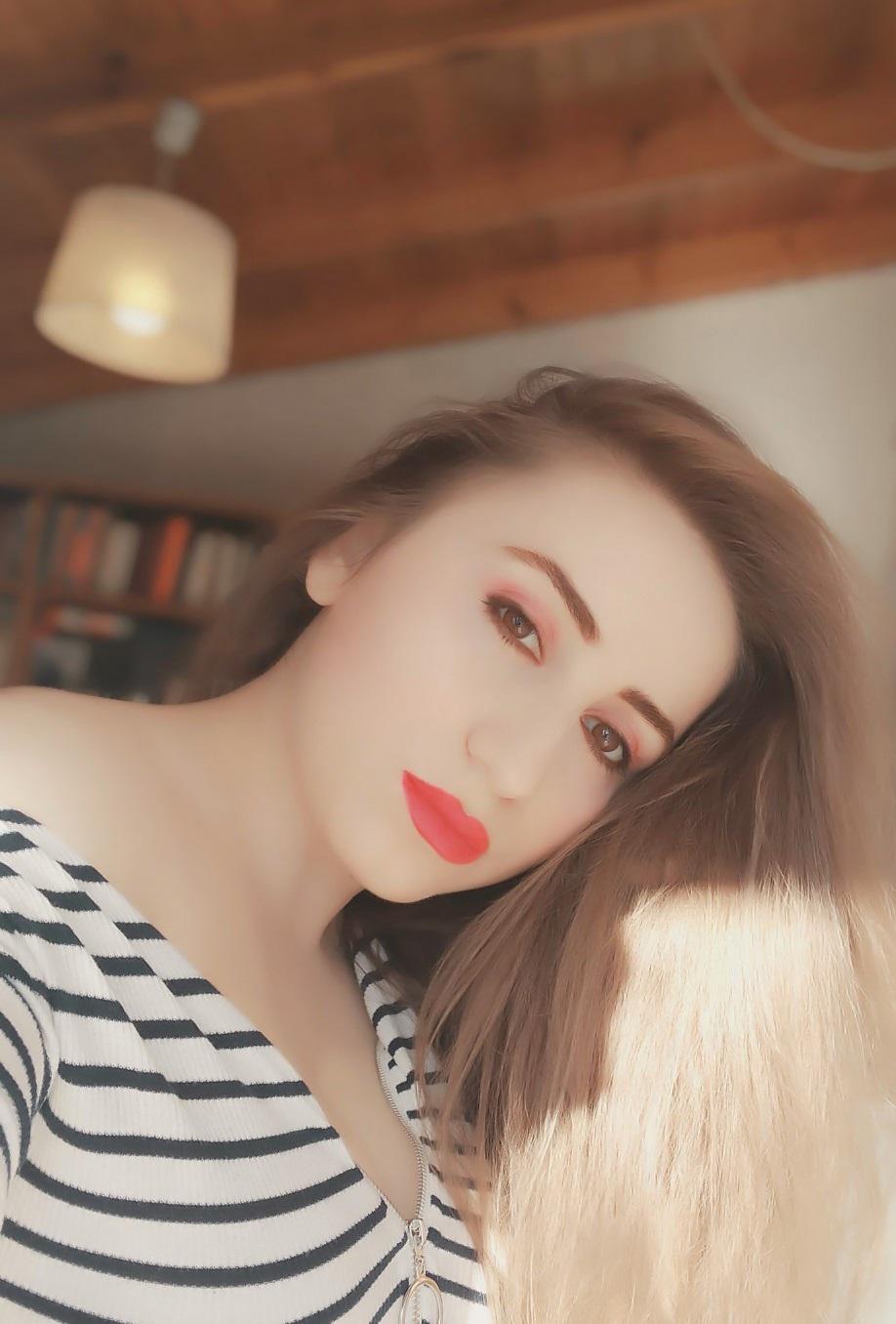 lorena-stroka-foto-biografia-wikipedia-facebook-instagram-street-style-gazetare-kontakt-books-bashkeshorti-kush-eshte-albstroka