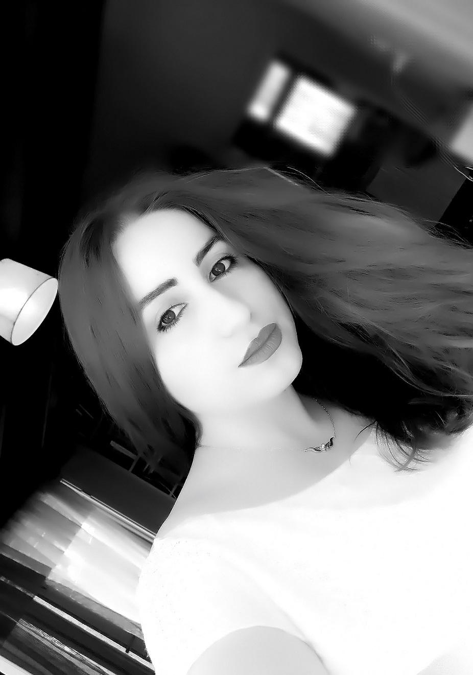 lorena-stroka-foto-biografia-wikipedia-gazetare-instagram-facebook-linkedin-mosha-gjatesia-kontakt-blog-albstroka