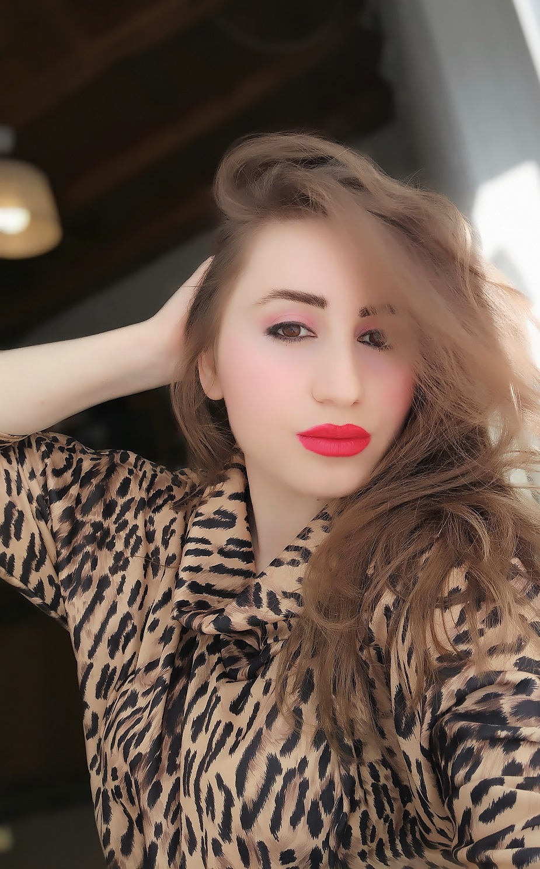 lorena-stroka-foto-biografia-wikipedia-height-facebook-instagram-gazetare-blog-albstroka-kontakt-books