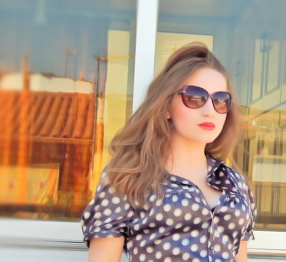 lorena-stroka-foto-wikipedia-street-style-biografia-mosha-books-instagram-facebook-kontakt-gazetare-kush-eshte-albstroka