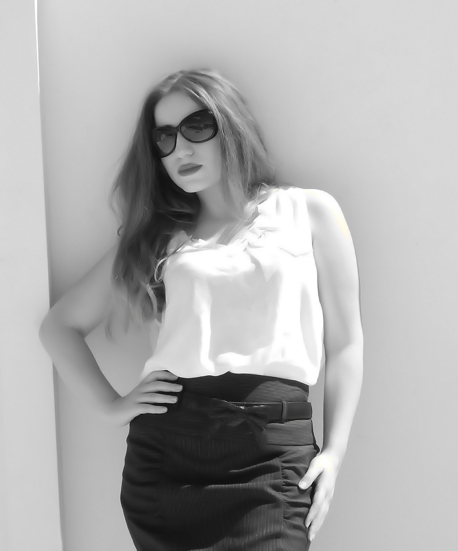 lorena-stroka-gazetare-foto-wikipedia-age-books-instagram-burri-bashkeshorti-kush-eshte-lorena-stroka-facebook-2017