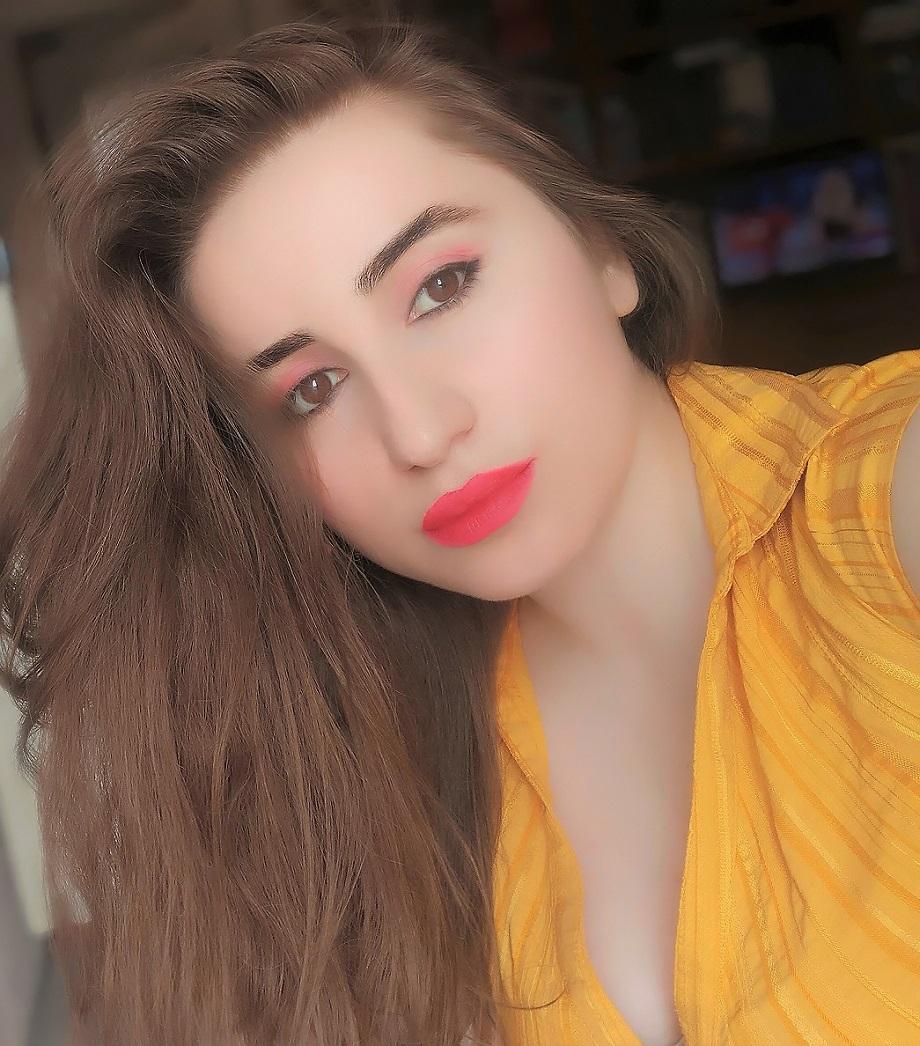 lorena-stroka-instagram-gazetare-kontakt-kush-eshte-blog-birthday-books-albstroka