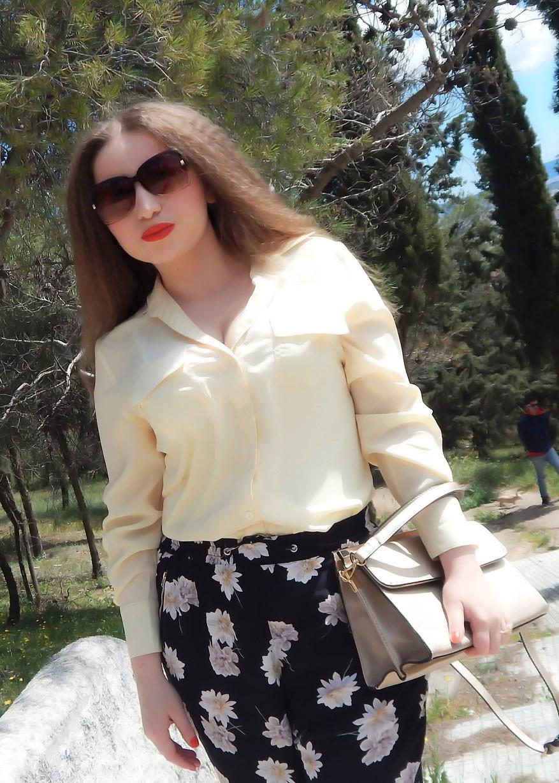 lorena-stroka-street-style-facebook-instagram-mosha-foto-facebook-bashkeshorti-gazetare-wikipedia-kontakt-albstroka-gjatesia-books