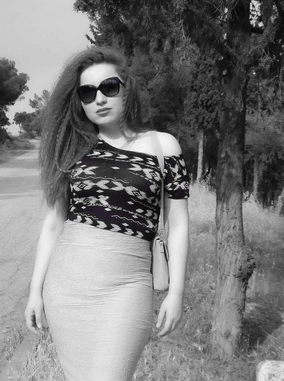 lorena_stroka_gazetare_biografia_wikipedia_foto_2018_biography_instagram_kush_eshte_lorena_stroka_books